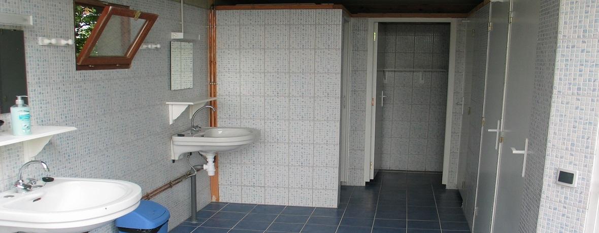 Toiletgebouw met gratis warm water